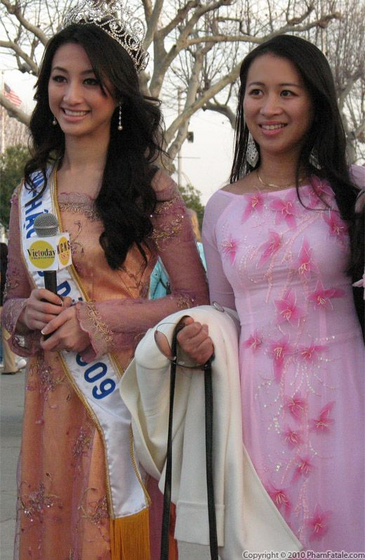 Vietnamese Beauty Queen in Ao Dai