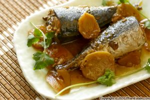 Ca Nuc Kho (Traditional Vietnamese Whole Mackerel in Sugarcane Sauce)