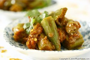Okra Tomato Curry Recipe (Bhindi Masala)