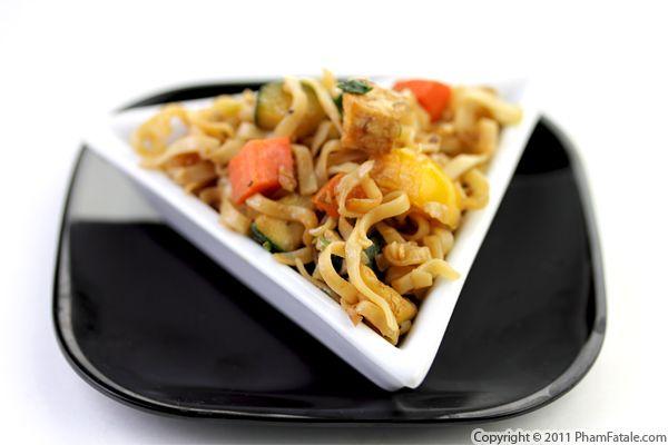 Mi Xao Ca Ri Ga (Vietnamese Chicken Noodle Stir Fry Recipe) Recipe