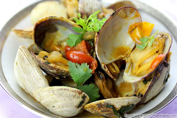 Spicy Clams in Saffron Tomato Sauce Recipe